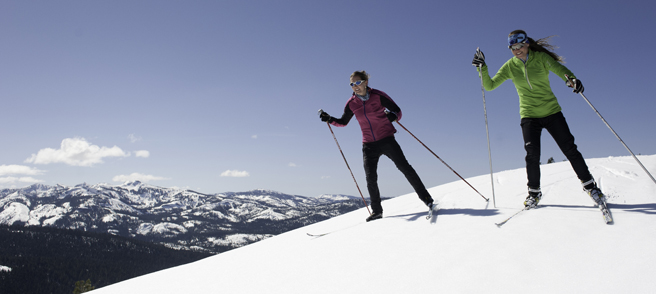 Royal Gorge Clinics - Skiers with a beautiful view